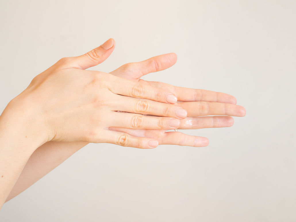 how-to-rescue-dry-hands-caused-by-frequent-hand-washing