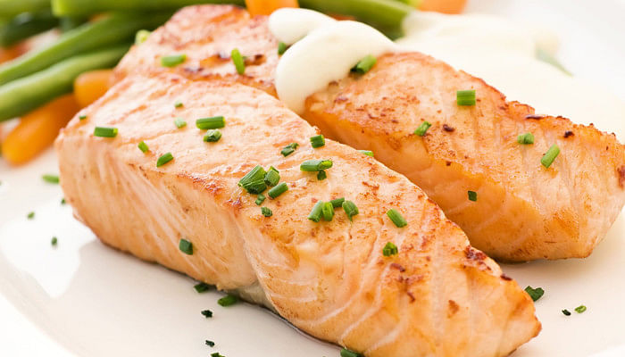 baked salmon spring onions vegetables
