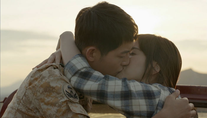 kissing scene between Song Hye Kyo and Song Joong Ki in Descendants of the Sun.