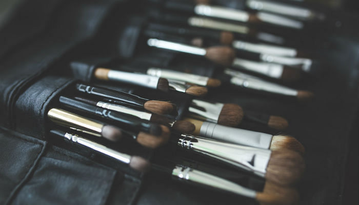 How To Clean Your Makeup Brushes-featured
