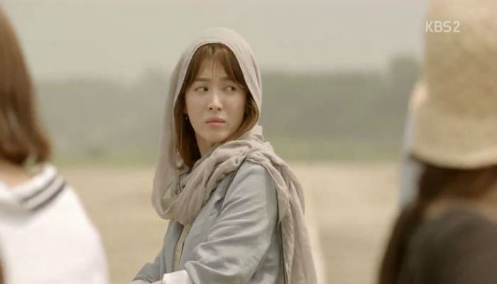 Song Hye Kyo wearing a headscarf in Descendants Of The Sun