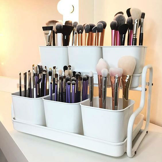 11 Ways To Organise Your Make-up - brushes