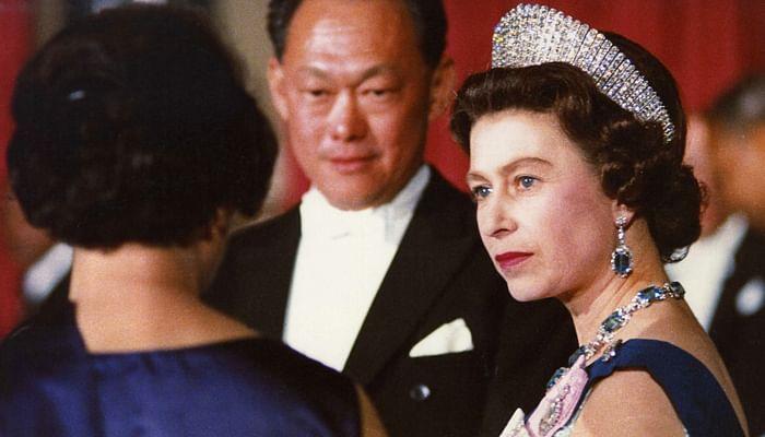 Queen Elizabeth and Mr Lee Kuan Yew