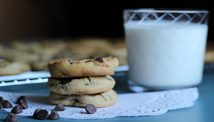 chocolate chip cookies and milk snacking