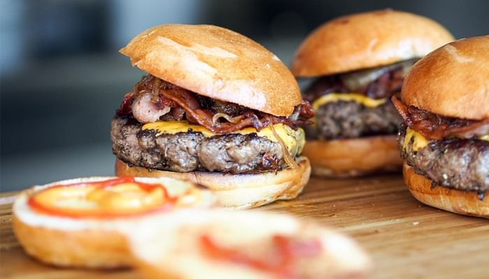 5 Ways To Beat Unhealthy Food Cravings_Burger
