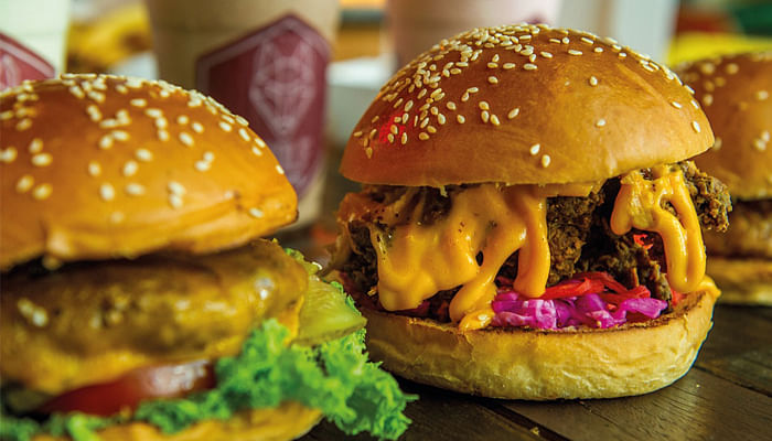 6 Cheap Gourmet Takeouts For Lunch_WolfBurger