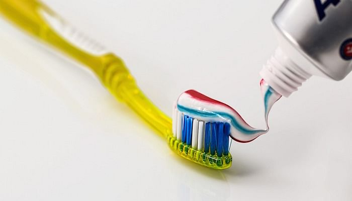 8 common household cleaning myths toothpaste