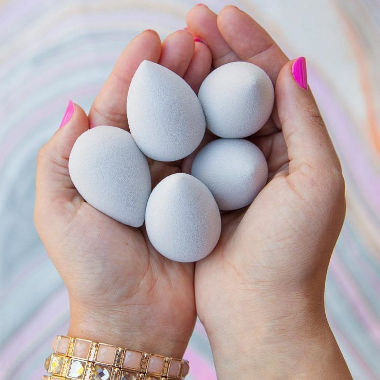 6 Ways You're Using Your BeautyBlender Wrongly - 7