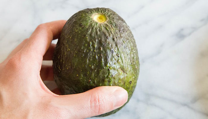Here's How To Pick The Perfect Avocado Every Time_Avocado 2