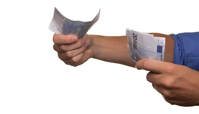 Here's Why You Should Never Loan Money To Relatives (4)