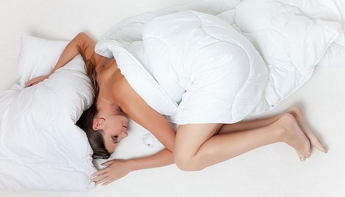 This Is Why Sleeping On Your Back Is The Best For Your Health_feotal-sleep