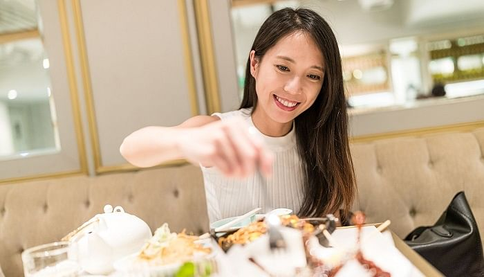 10 Stay-Slim Tips To Follow The Next Time You Eat Out In Singapore