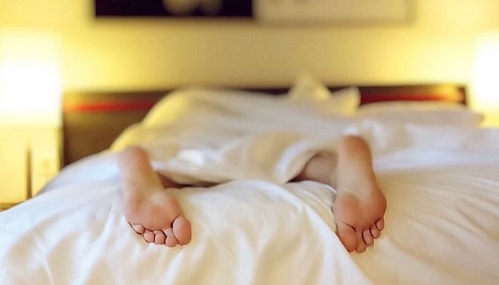 This Is Why Sleeping On Your Back Is The Best For Your Health_tummy-sleep