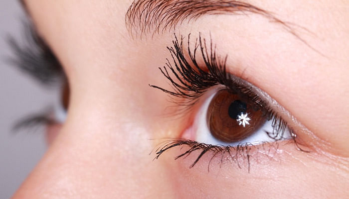 8 Simple Ways To Naturally Improve Your Eyesight