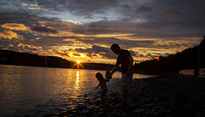 Father-and-daughter-playing-on-a-beach-sunset