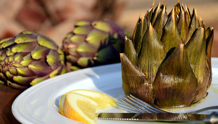 artichoke on a plate with lemon