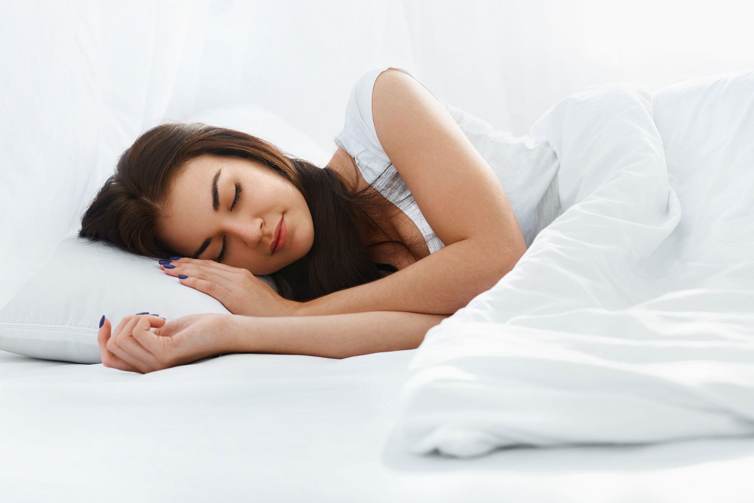 hacks-to-sleeping-well-on-warm-nights
