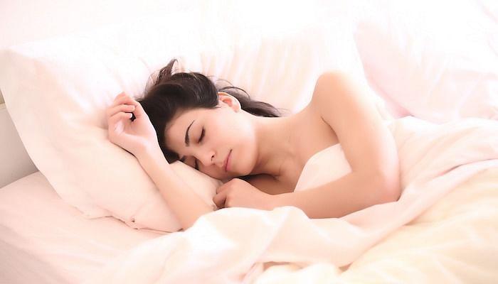 woman-sleeping-in-bed_pixabay