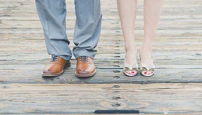 couple-feet-shoes