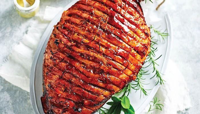 SW1217Living_Masterclass_How To Glaze And Carve A Homemade Ham This Christmas Main