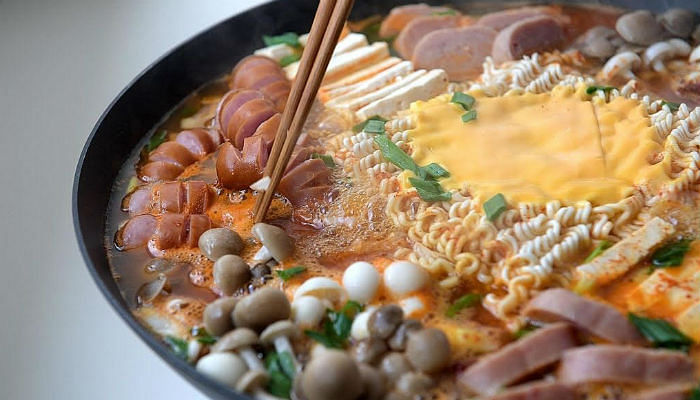 Korean-Army-Base-Stew-With-Instant-Noodles-And-Cheese