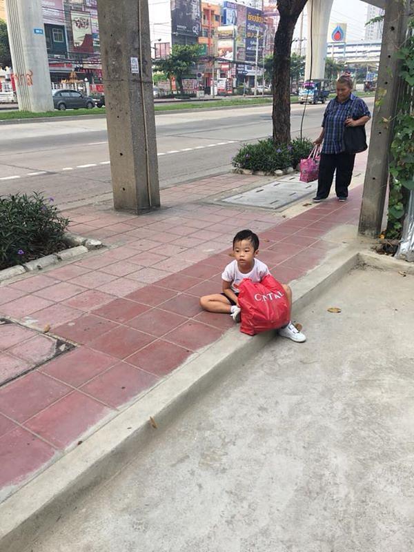 Thai-Child-Bangkok-Rubbish-Boy