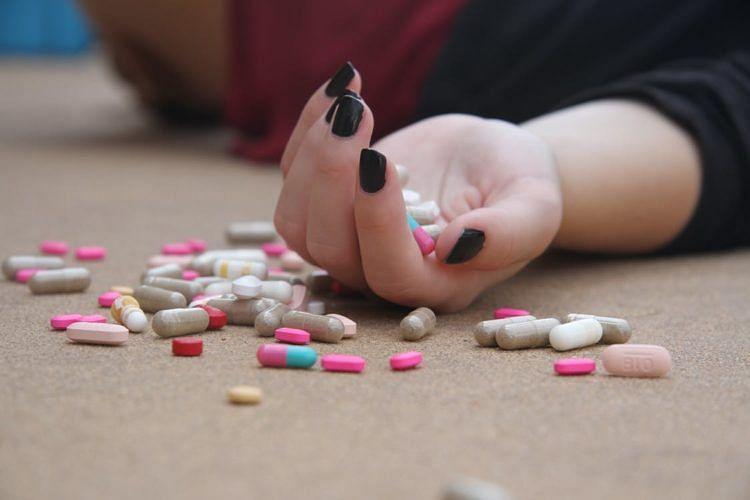 drugs_pills__medicine_hand