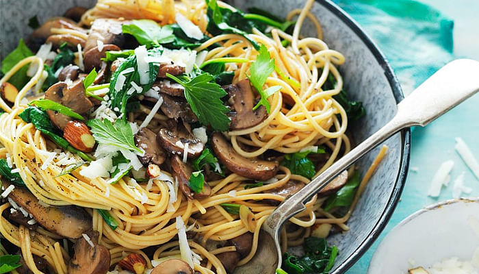 Pasta-with-spinach-mushrooms-and-almonds