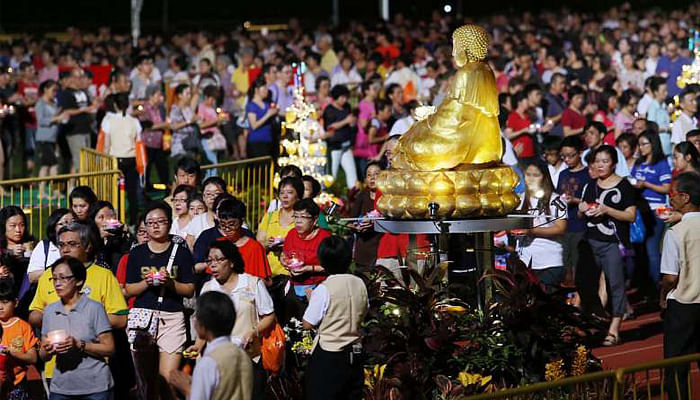 10-000-Buddhist-devotees-at-Hougang-Stadium-2-The-Straits-Times