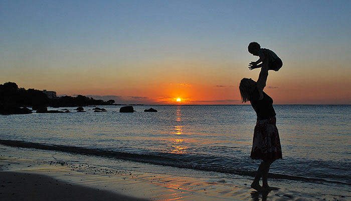 Mother-with-baby-at-the-beach-sunset