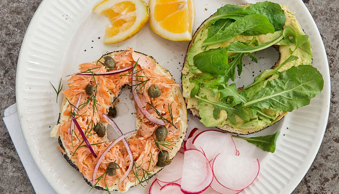 Swedish-toasted-bagel-with-smoked-salmon-and-cream-cheese