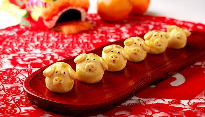 Jade-The-Fullerton-Hotel-Golden-Pig-shaped-Pineapple-Cookies