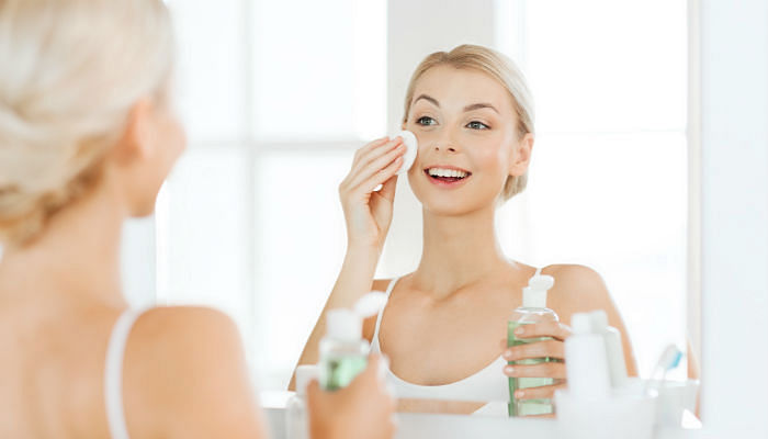 8 Best Makeup Removers That Melts Away Tough Waterproof Makeup Easily cleansing oil toner - Featured